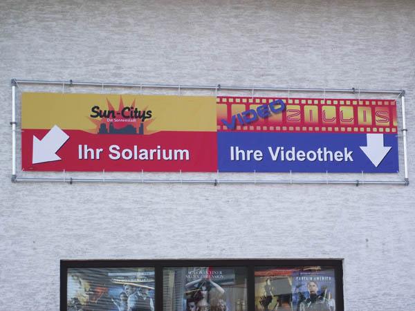 Frontlit Banner in Alurahmen verspannt
